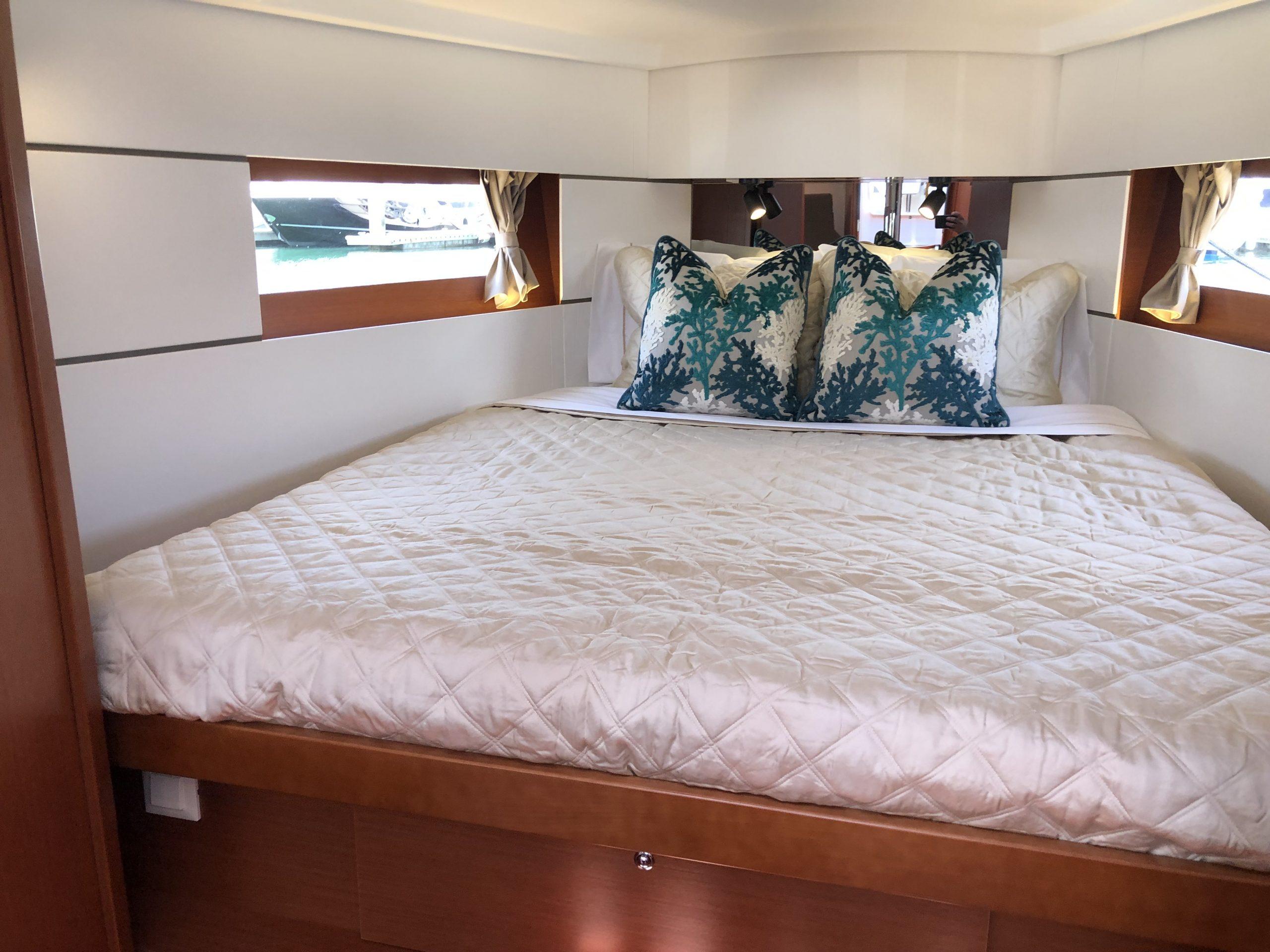 Oceanis 38.1 custom bedding